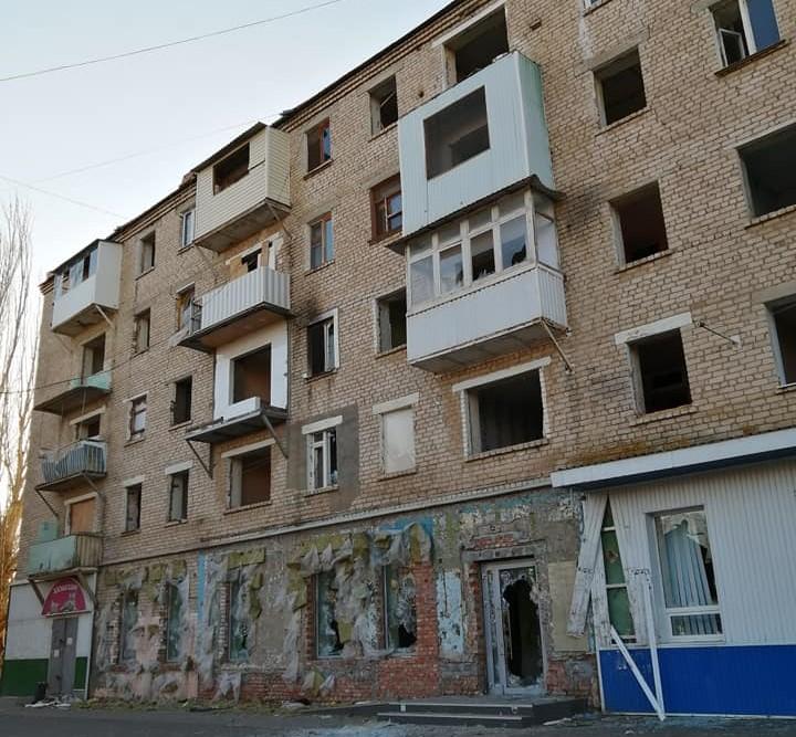 Расселенная пятиэтажка в АЦКК пугает астраханцев