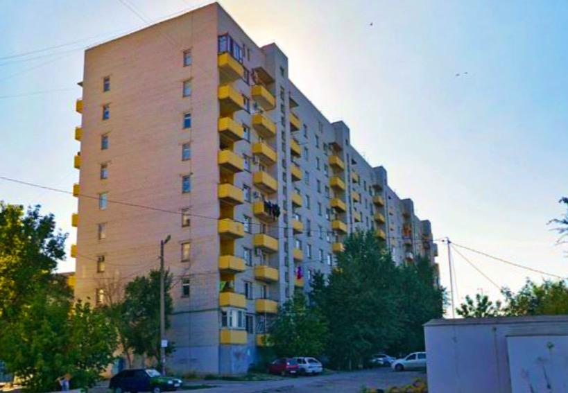 В микрорайоне Светофор астраханец вышел покурить и упал с восьмого этажа