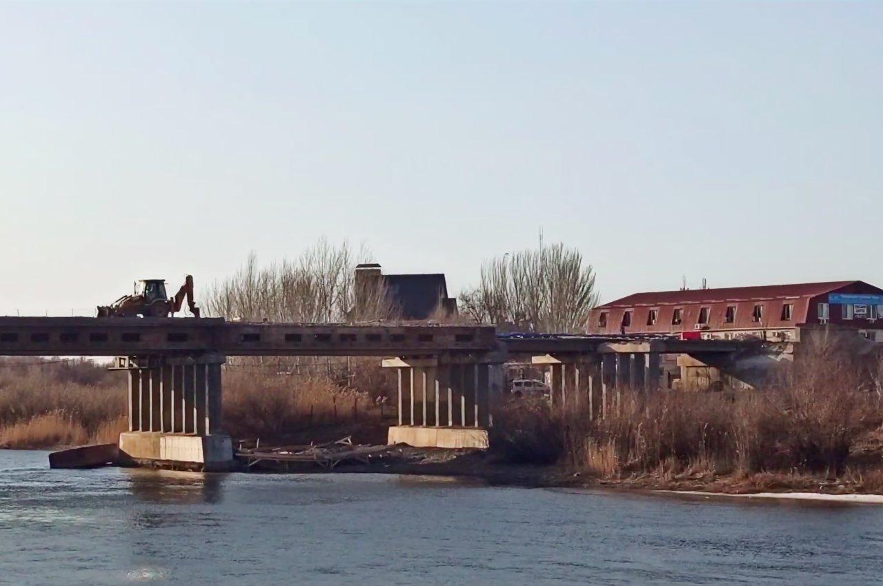В Астрахани сносят старую часть Милицейского моста