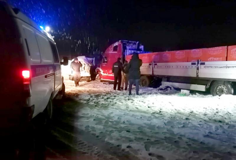 Скорая помощь столкнулась с грузовиком под Астраханью