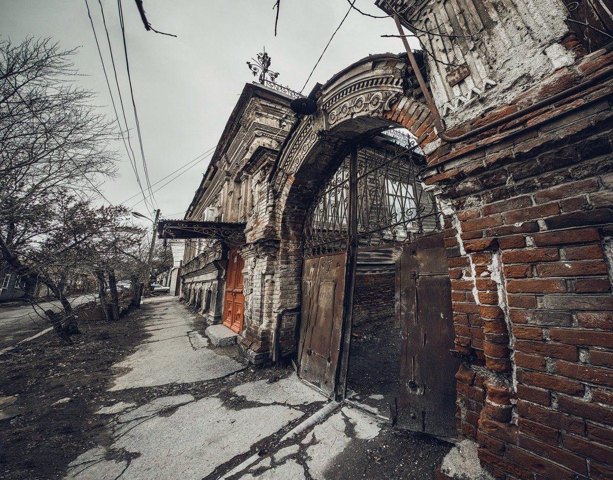 Астраханцы активно интересуются аварийностью своего жилья у администрации