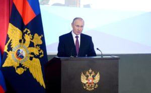 Путин призвал оградить подростков от незаконных уличных акций
