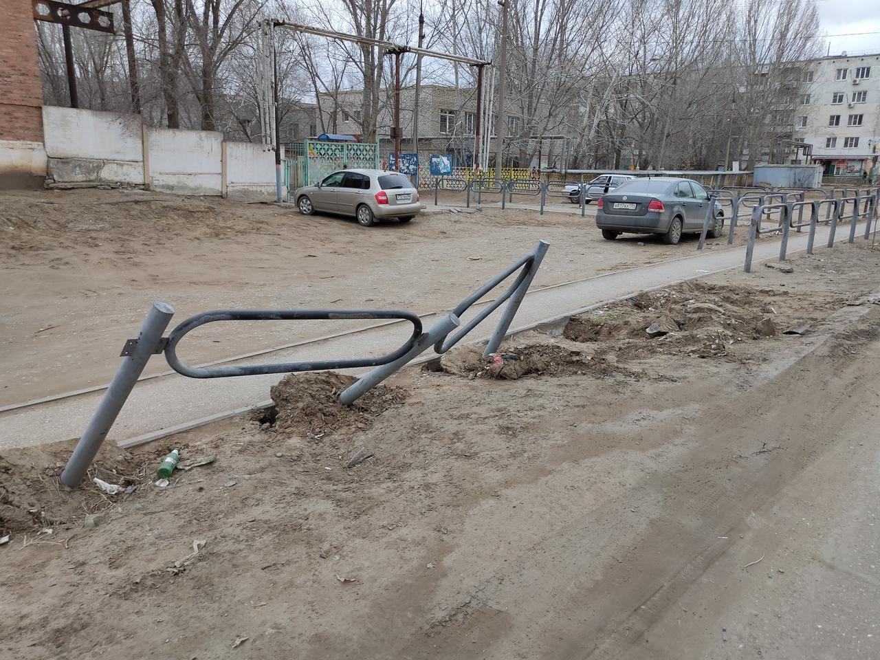 Полиция нашла водителя грузовика, протаранившего забор в Астрахани