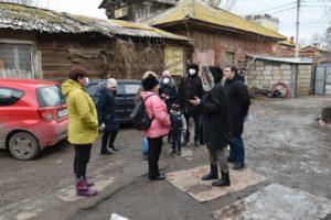 Администрация Астрахани проводит встречи с жителями аварийных домов