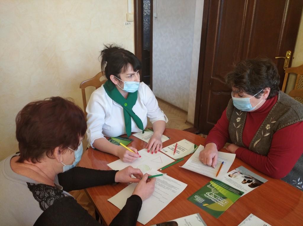 Безработным астраханским предпенсионерам помогают советами