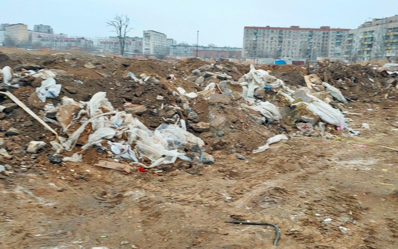 В Астрахани строительную компанию и ее руководителя оштрафовали за неубранный мусор