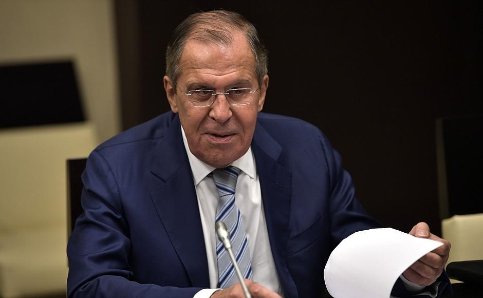 Сергей Лавров призвал отказываться от западных платежных систем