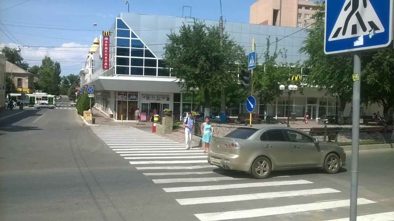 Астраханцы просят привести в порядок светофор возле ЦУМа