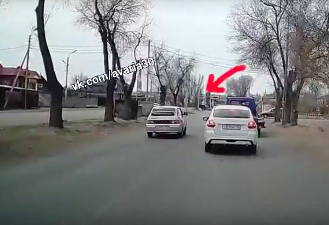 Астраханец попытался объехать пробку по встречной и протаранил «Ниву»