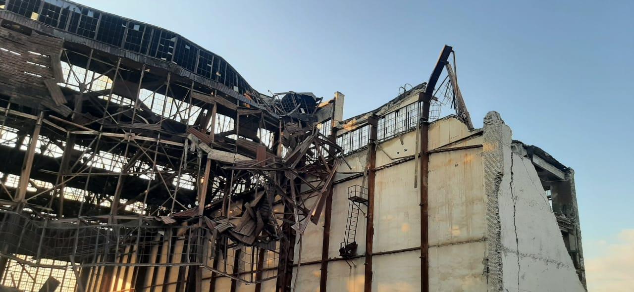 Второй человек погиб после обрушения крыши в ангаре в Ахтубинске