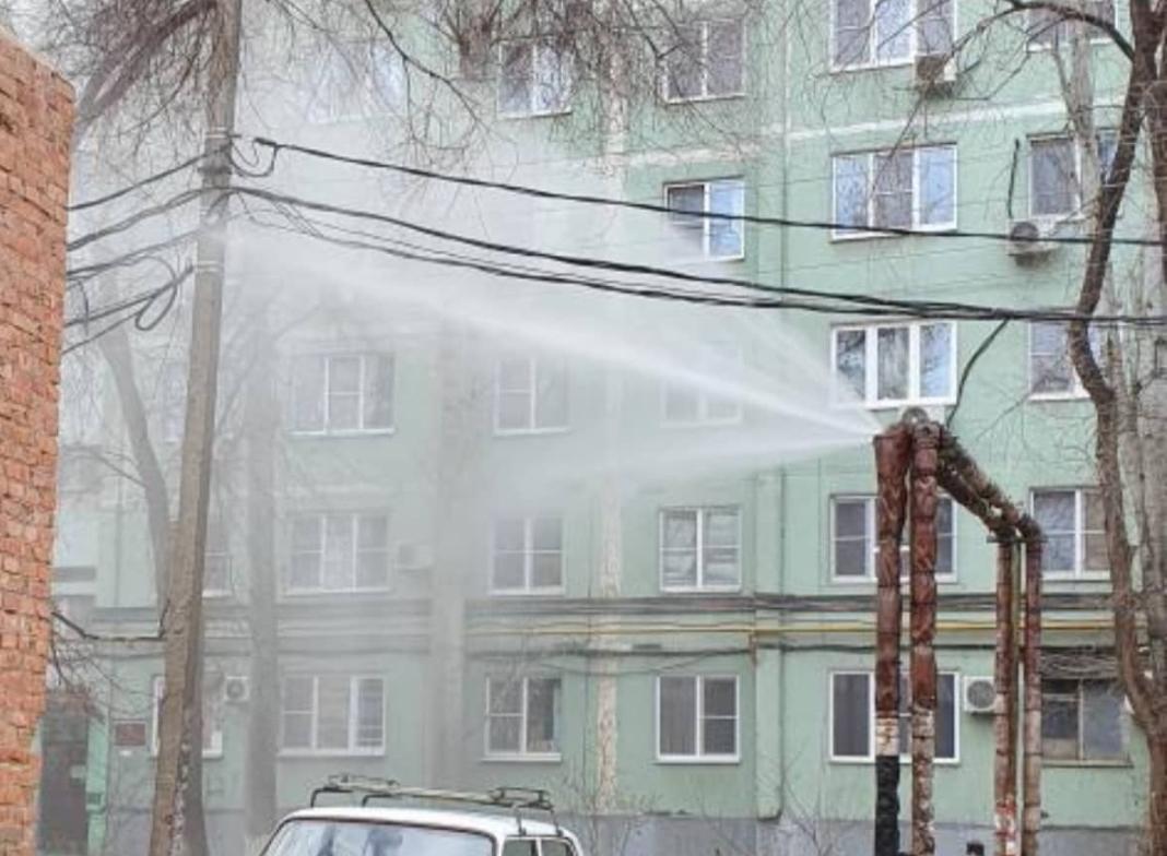 По Астрахани утром появились фонтаны из кипятка