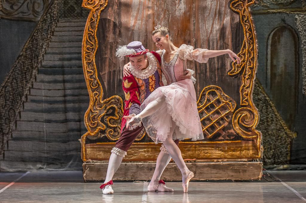 В Астрахани состоятся гастроли Театра классического балета Н. Касаткиной и В. Василева