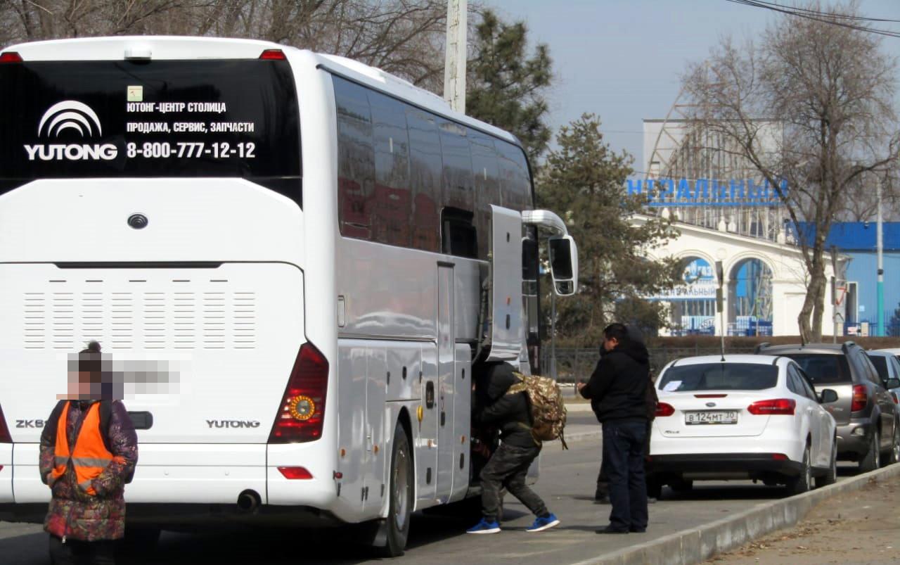 Междугородные автобусы грузят браконьерской рыбой прямо в Астрахани