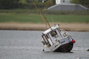 В Астраханской области насчитали более 250 затонувших судов