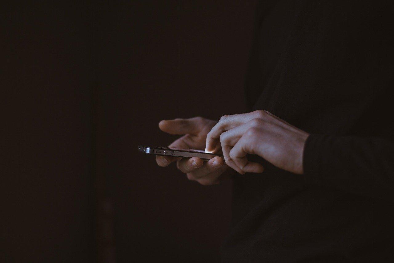 Бывший инспектор астраханского СИЗО в ожидании суда за передачу мобильника