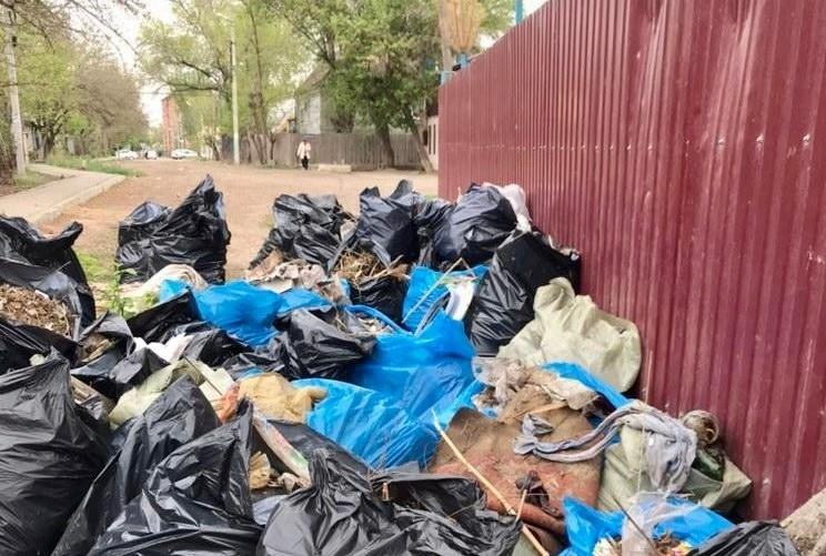 Более 16 кубометров мусора вывез ООО «ЭкоЦентр» после субботников в Астрахани