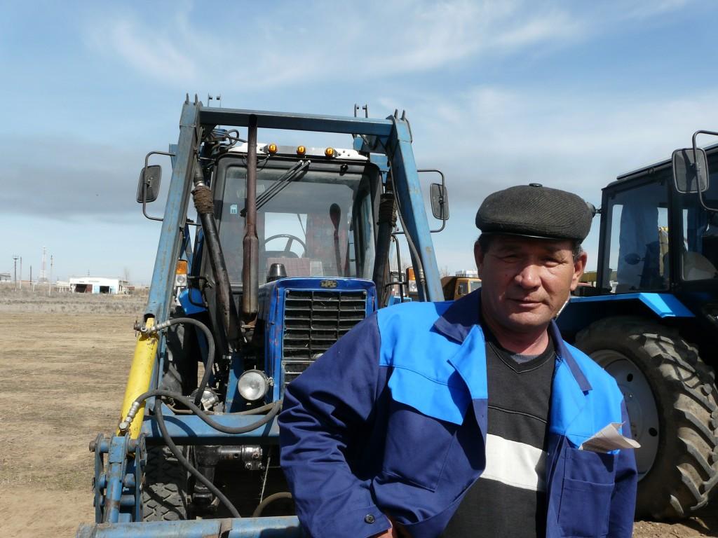 В Астраханской области трактористам предлагают зарплату от 100 тысяч рублей