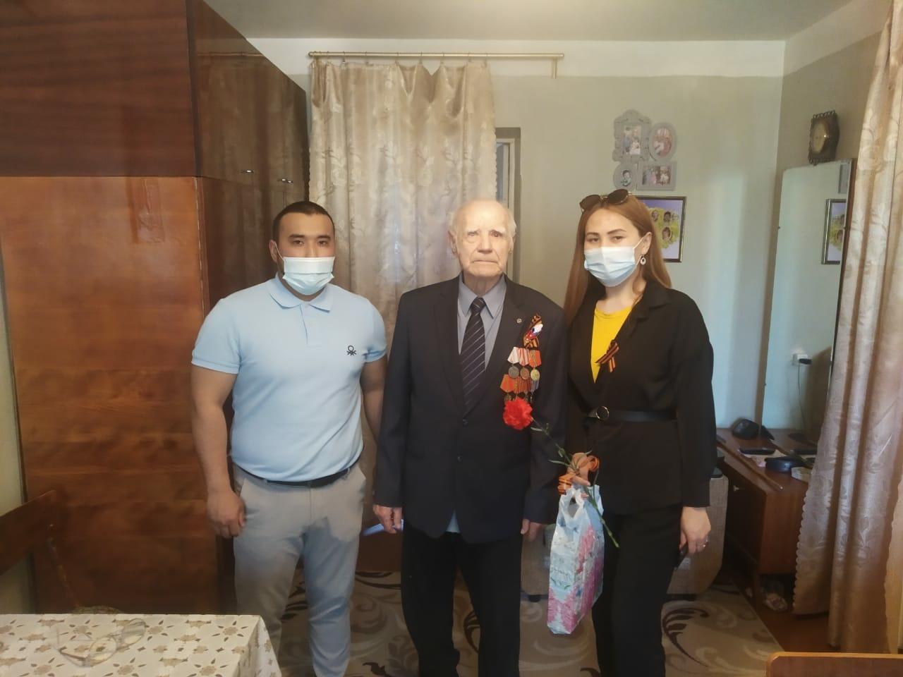 Поздравили ветеранов, навели порядок у мемориалов, раздали Георгиевские ленты: волонтеры ПривЖД провели акции в честь Дня Победы
