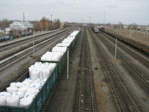 В Астраханской области началась сезонная погрузка соли