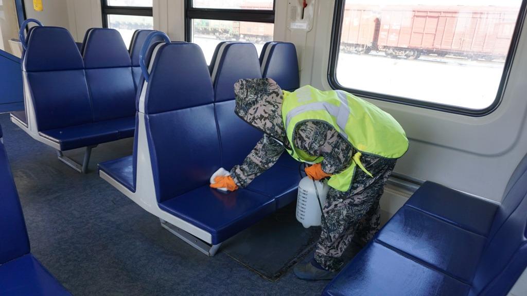 Комплекс противоэпидемических мер реализуется во всех пригородных поездах в Астраханском регионе ПривЖД