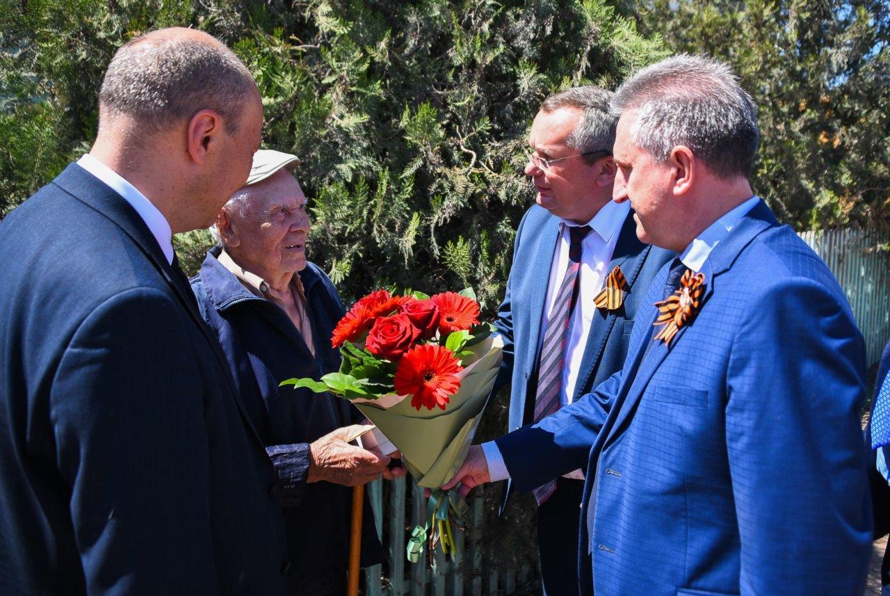 Игорь Мартынов встретился с ветеранами и поздравил их с Днем Победы