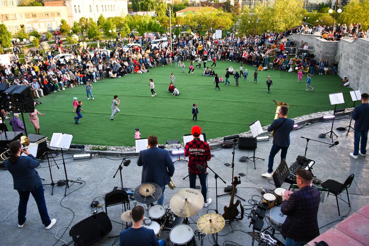 В Астрахани открылся новый сезон фестиваля «Музыка на траве»