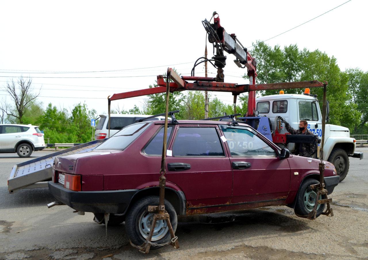 Судебные приставы отобрали у астраханцев шесть автомобилей