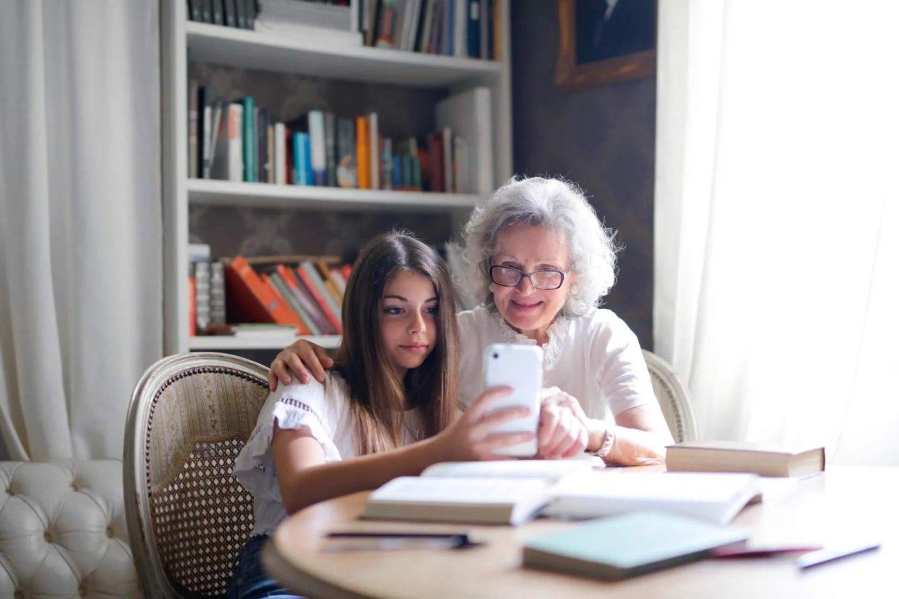 МегаФон предложил бессрочную скидку на связь для пенсионеров