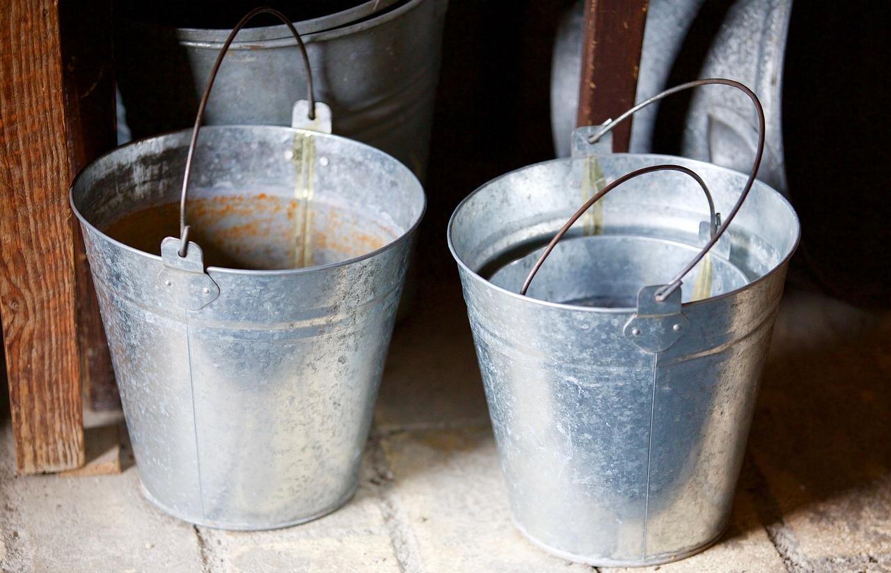 Капустин Яр уже месяц живет без воды