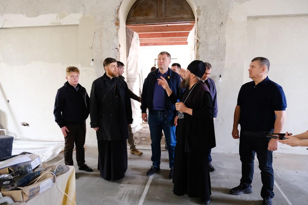 Игорь Бабушкин проконтролировал строительство храмов в Астрахани