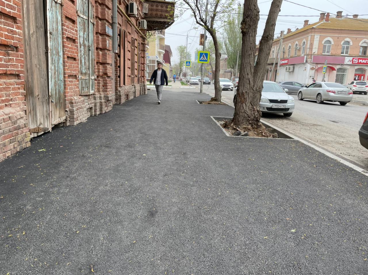 В Астрахани продолжают ремонтировать дороги