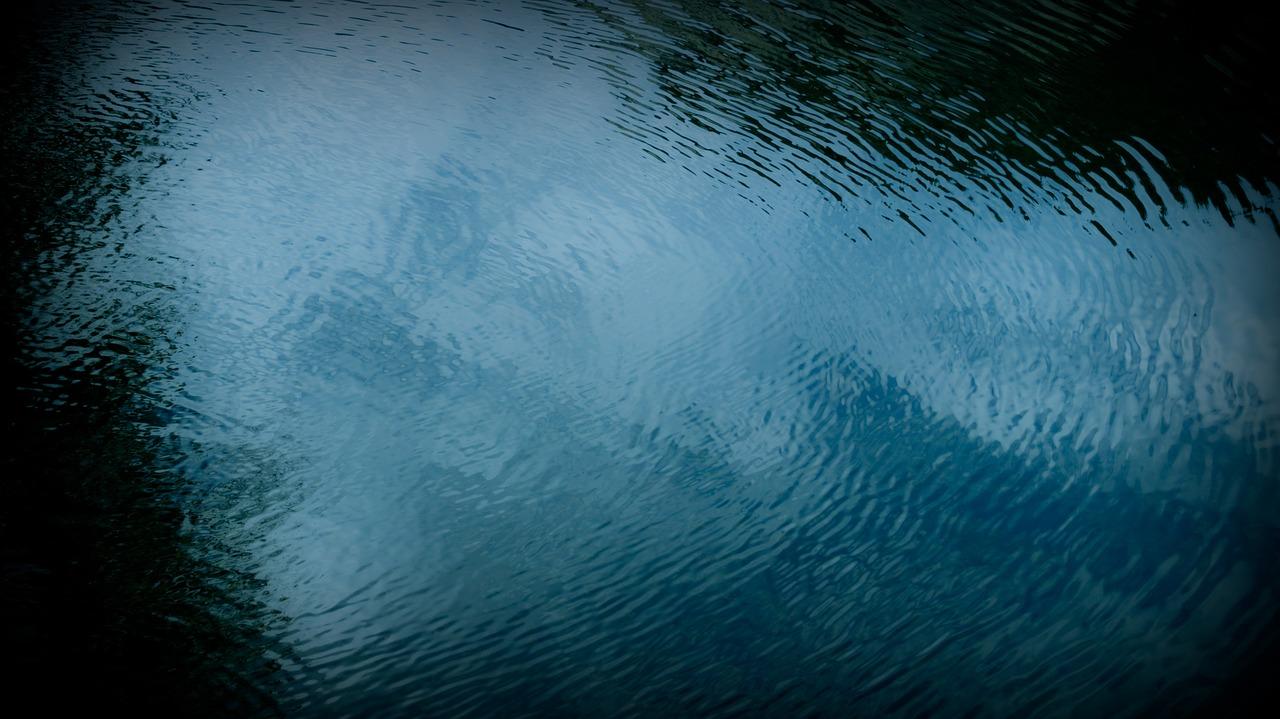 Родные утонувшего на Десятке мальчика просят помочь с поисками