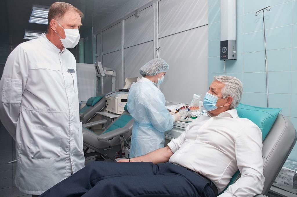 Леонид Огуль сдал кровь