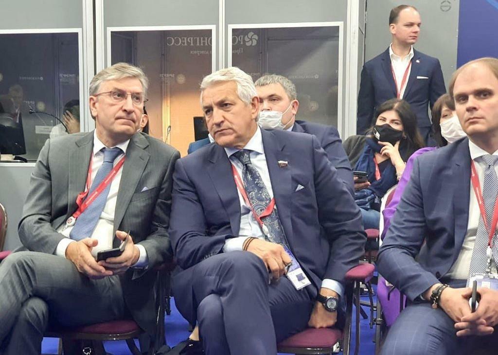 Леонид Огуль призвал развивать производство лекарств в России