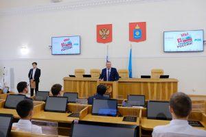 Юные астраханцы получили паспорта из рук Игоря Мартынова