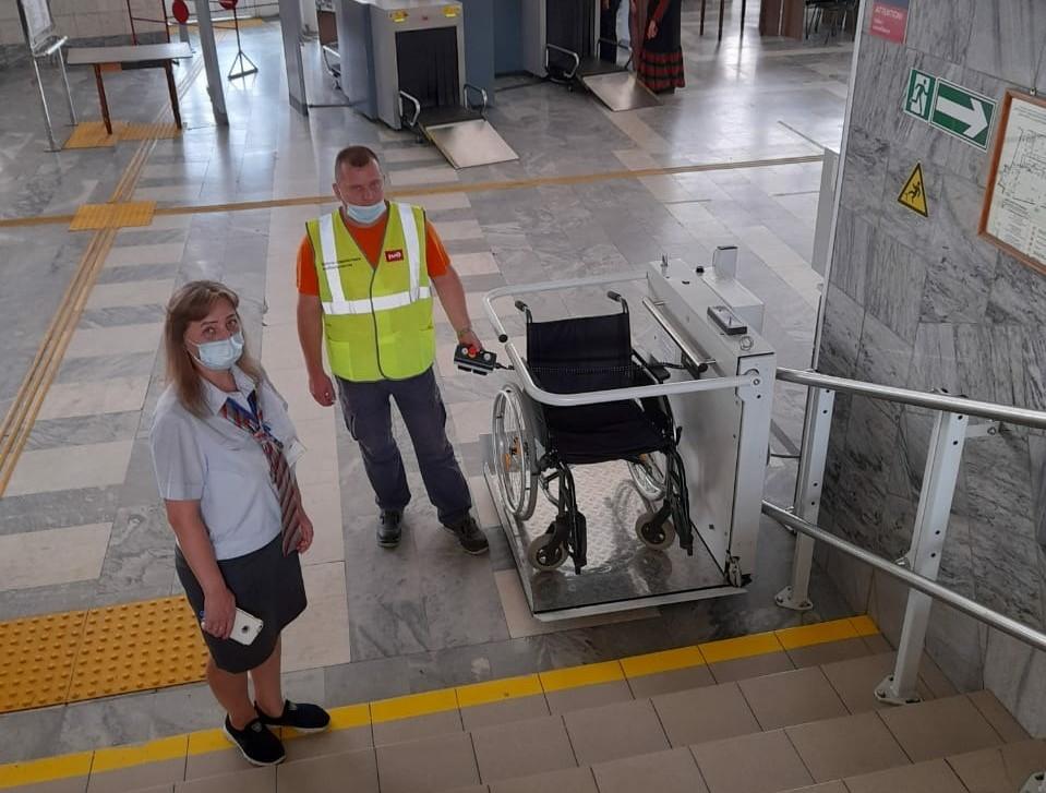 Подъемники для маломобильных пассажиров установлены на железнодорожном вокзале Астрахани