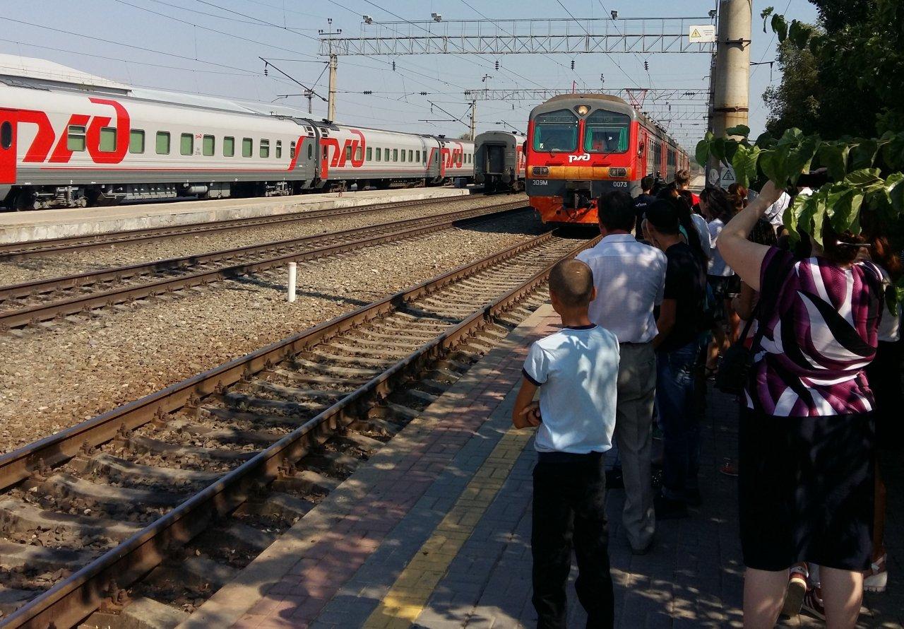 Астраханские школьники будут ездить на пригородных поездах со скидкой в 50%