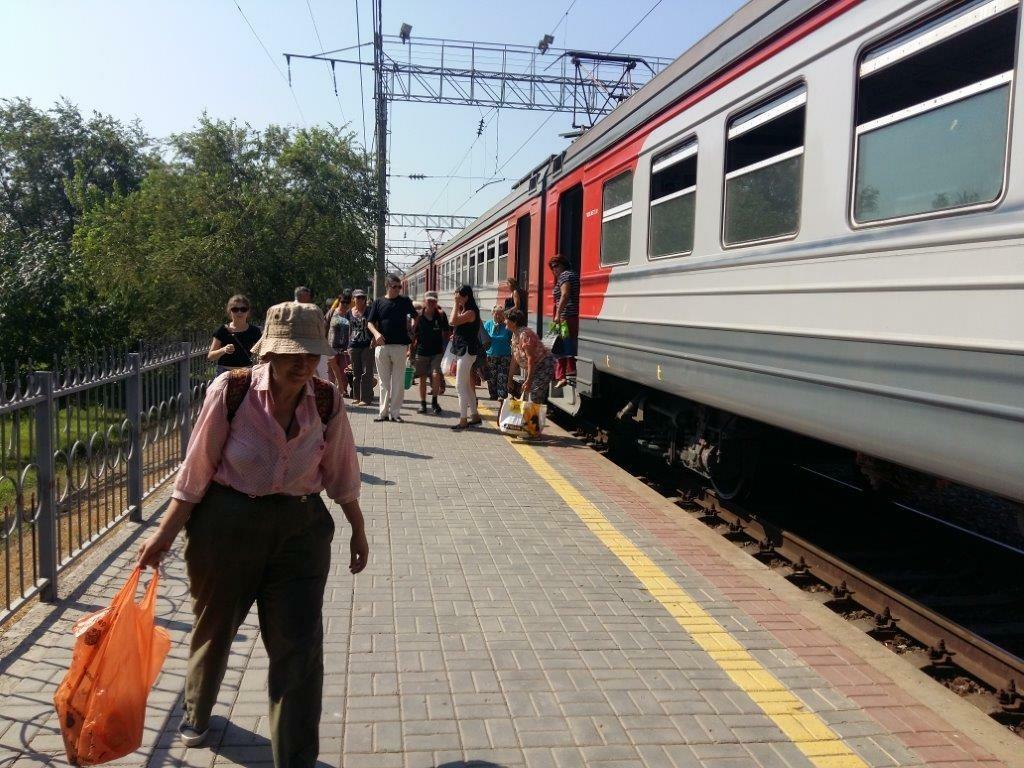 Период работы пригородных поездов между станциями Кутум и Дельта продлили