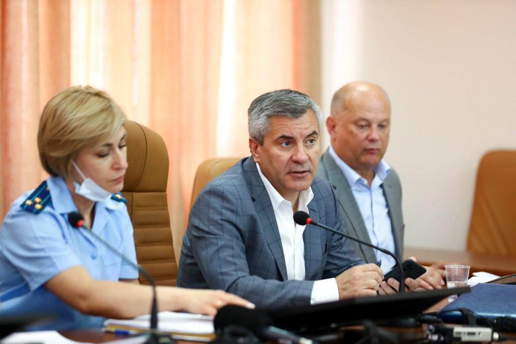 Астраханские министры встретились с обманутыми дольщиками
