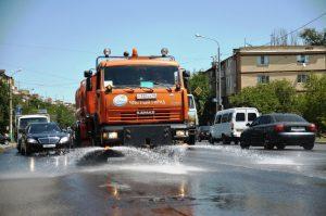 Астраханские коммунальщики начали охлаждать асфальт