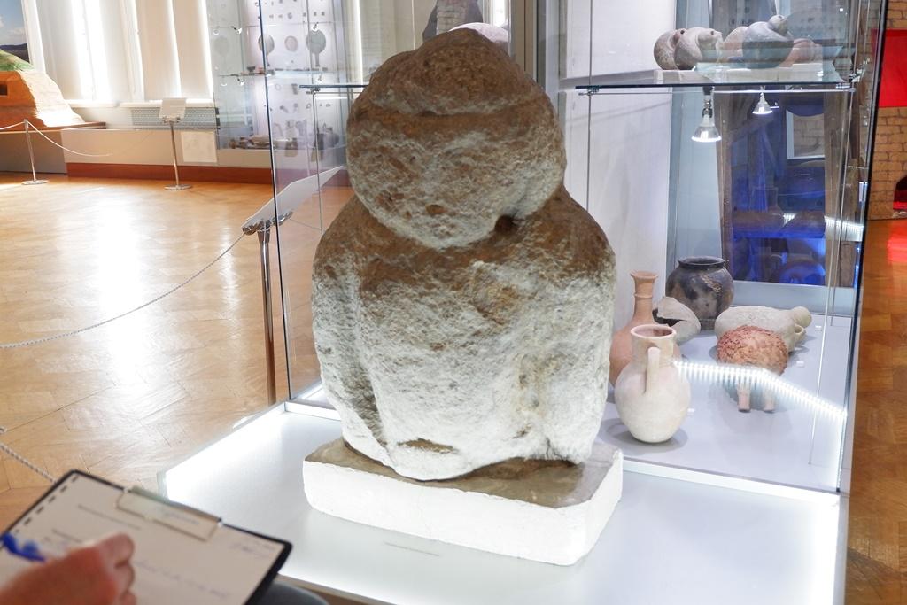 Каменная баба из Астрахани попала в путеводитель по местам силы России