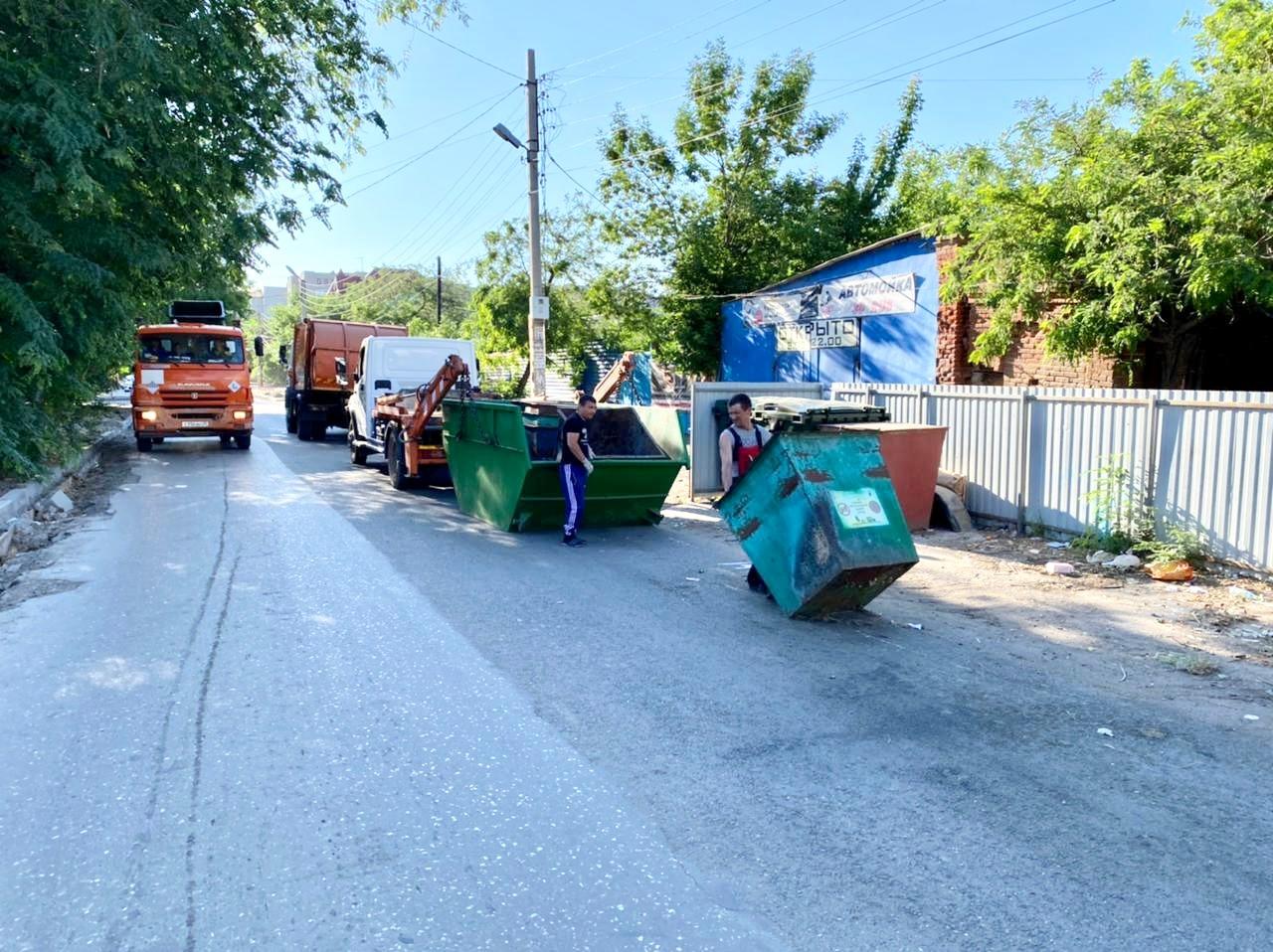 Регоператор «ЭкоЦентр» продолжает обновление контейнерного парка в Астрахани