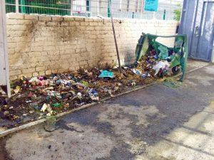 В Астрахани вновь подожгли мусорные контейнеры
