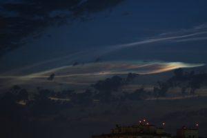 В небе над Астраханью заметили странные следы