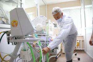 Леонид Огуль поможет провести обряд крещения новорожденного в больнице
