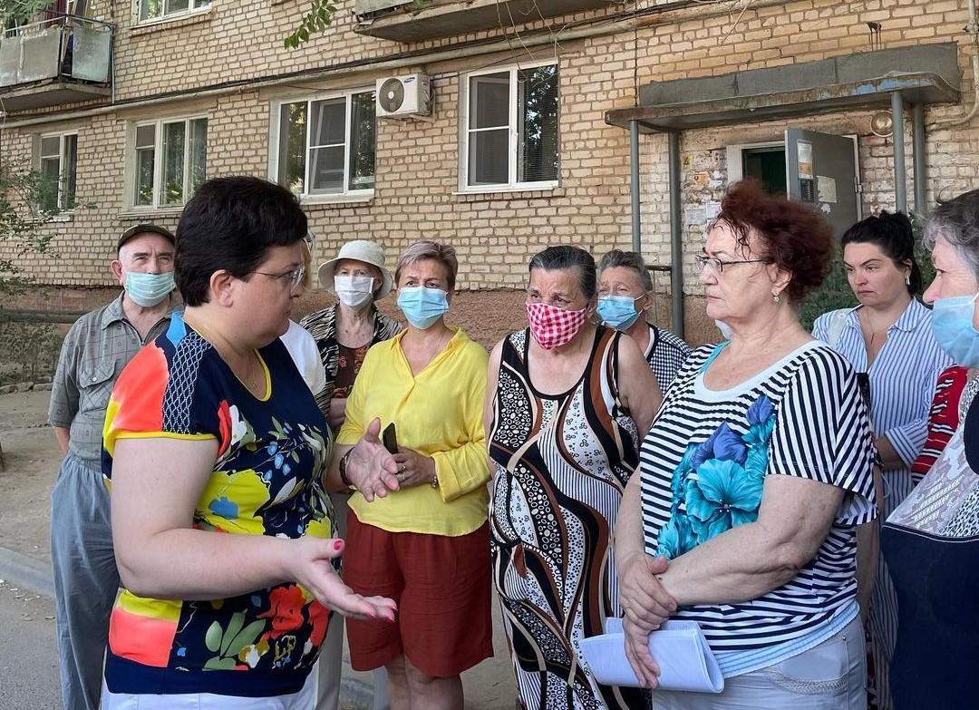 Мария Пермякова встретилась с жильцами дома по улице Магистральная, 32