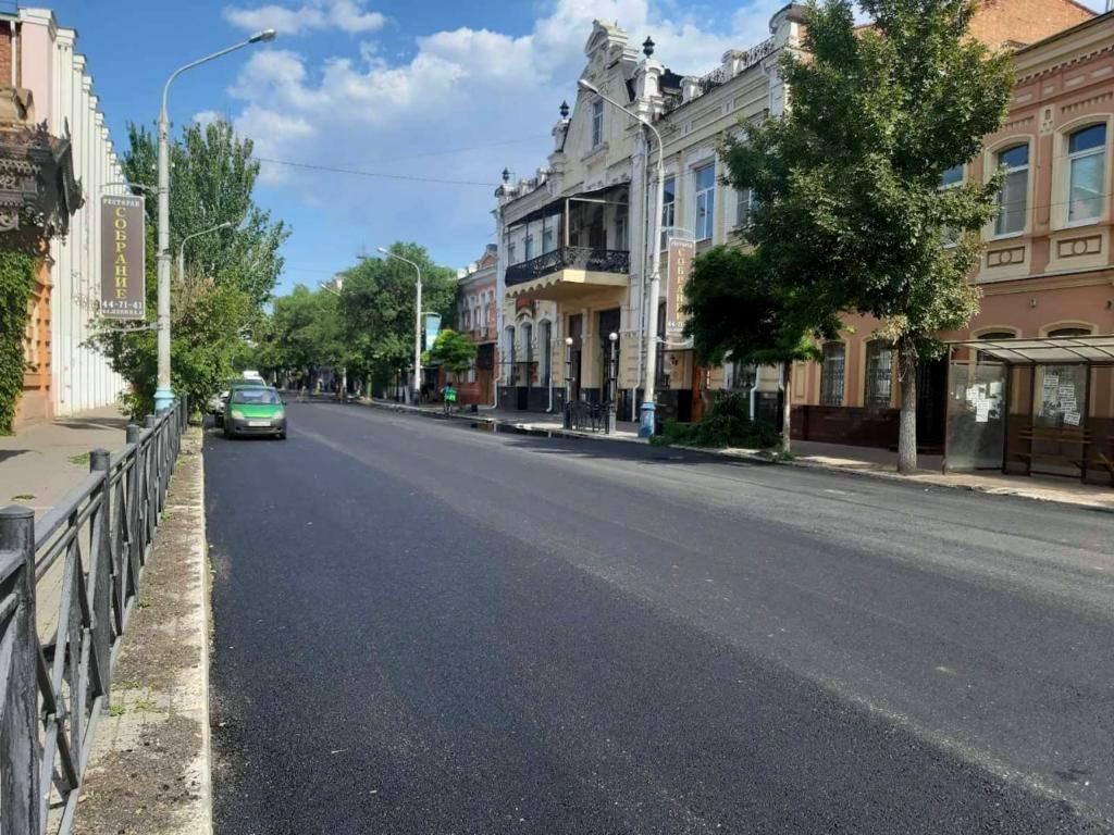 Главу Астрахани приятно удивили темпы ремонта улицы Ленина