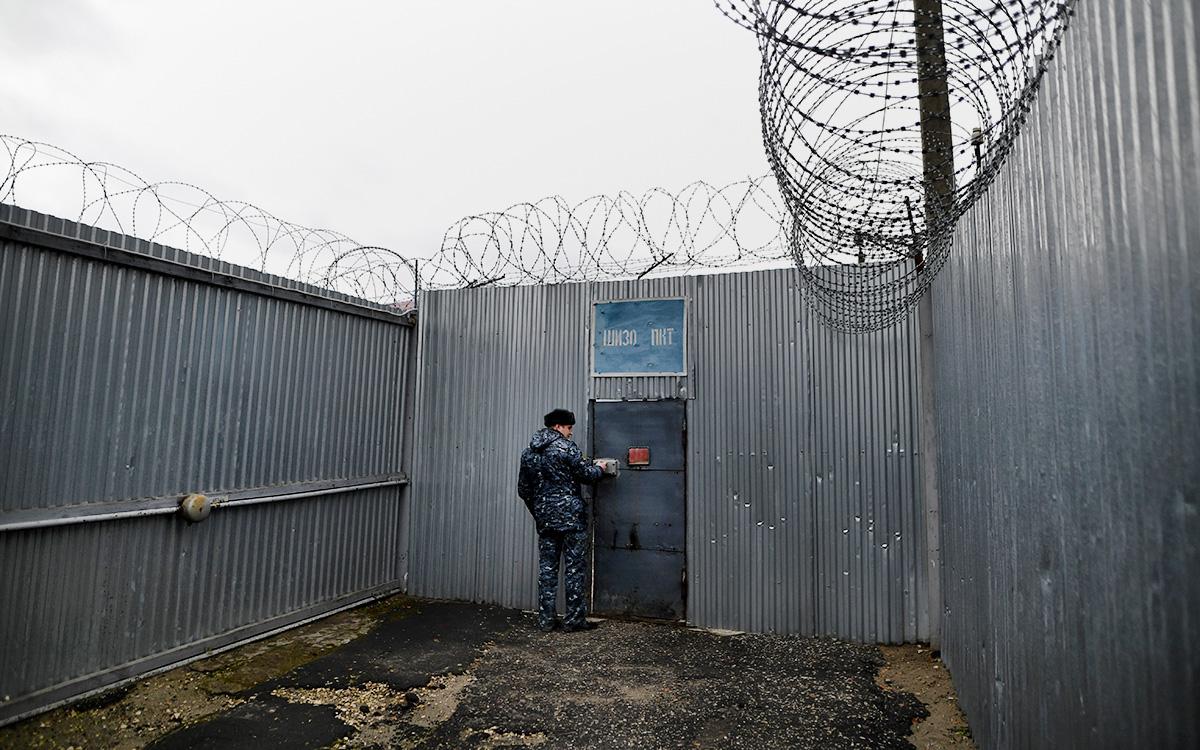 В Астрахани осужденный напал на инспектора колонии и стал фигурантом уголовного дела