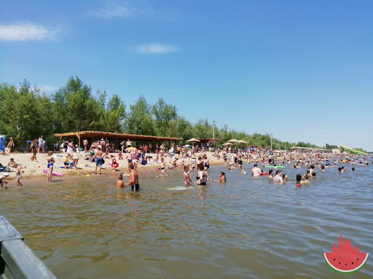 В Астрахани официально открылся первый пляж на Городском острове