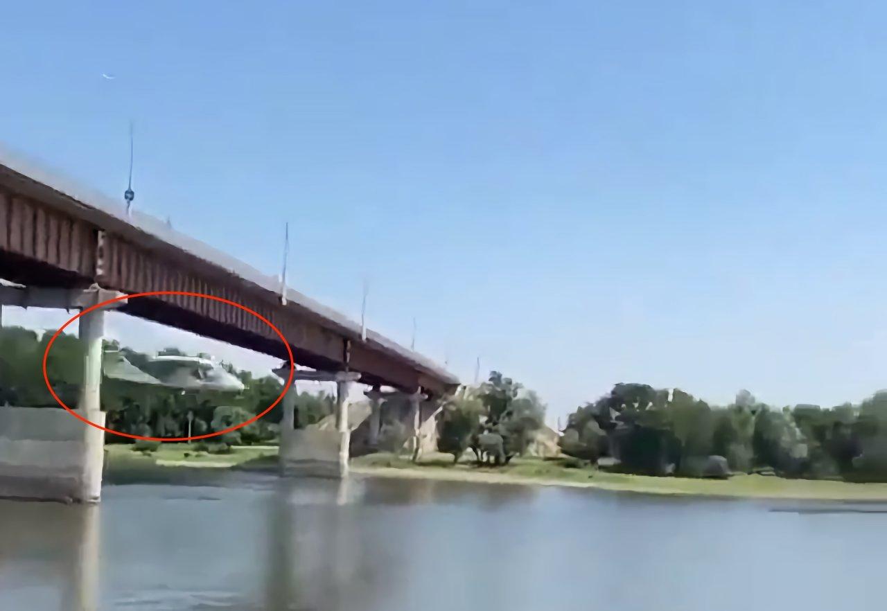 Жителей Началово и Яманцуга напугал летавший под мостами самолет